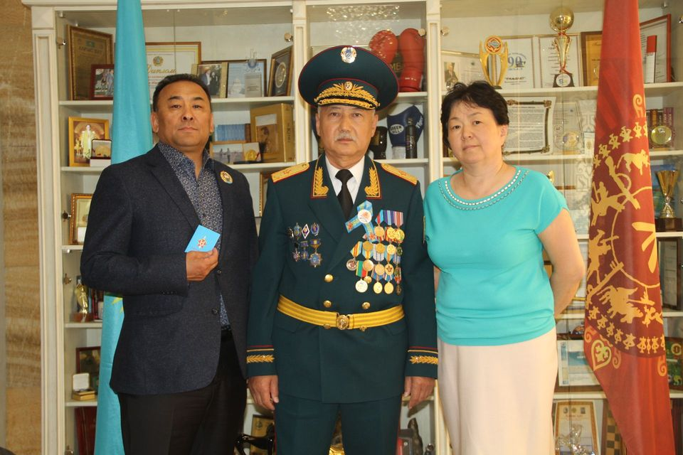 Награждение памятным знаком генерала армии Сагадата Кожахметовича Нурмагамбетова