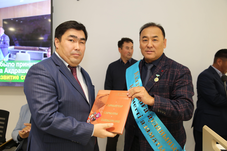 Ибрагим Акдрашев  награжден нагрудным знаком «Почетный гражданин Кызылкогинского района»